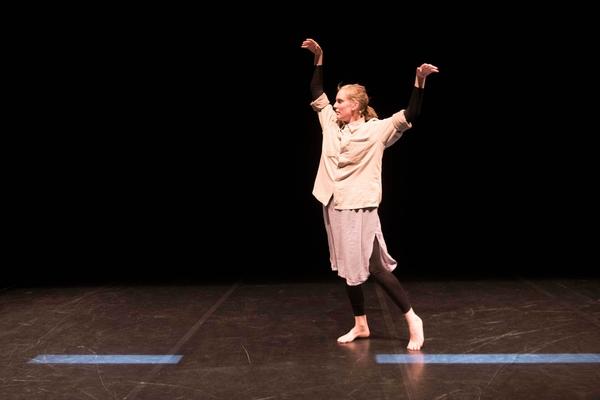 Com Dans Foto Web Alma Söderberg Deep Etude New 3 © Bea Borgers
